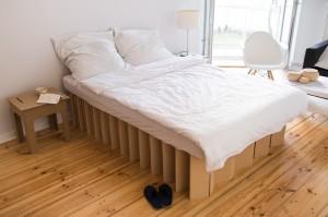 m bel aus pappe pappm bel papphocker pappbetten. Black Bedroom Furniture Sets. Home Design Ideas